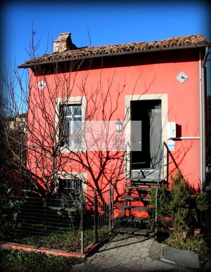CASTANA – Terratetto unifamiliare in via Roma