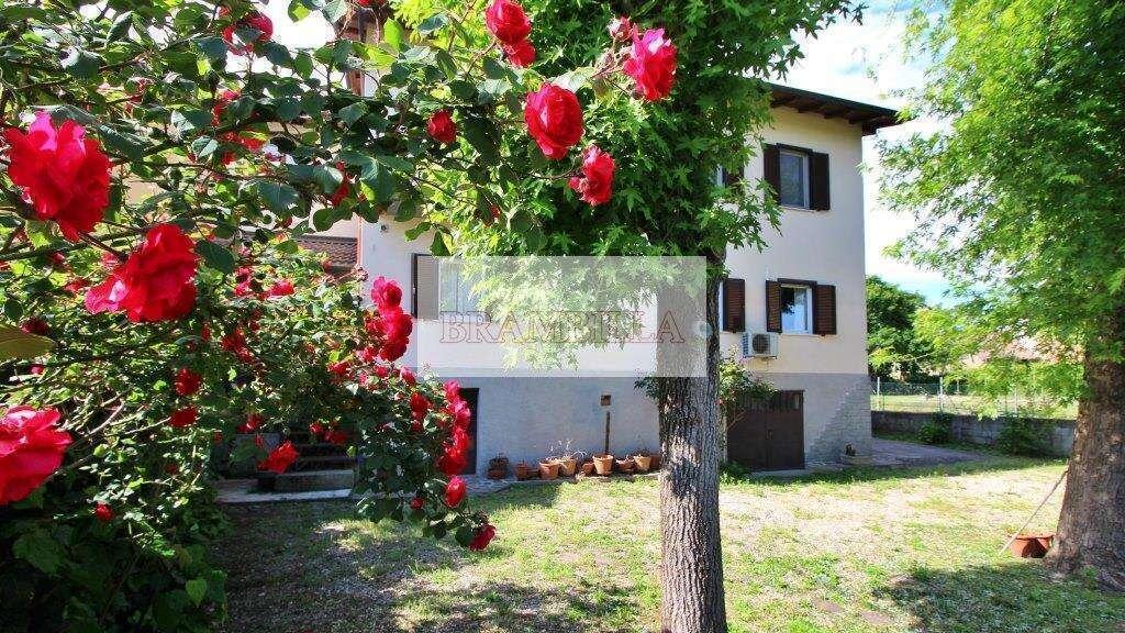 PAVIA – Borgo Ticino – Villa unifamiliare con giardino