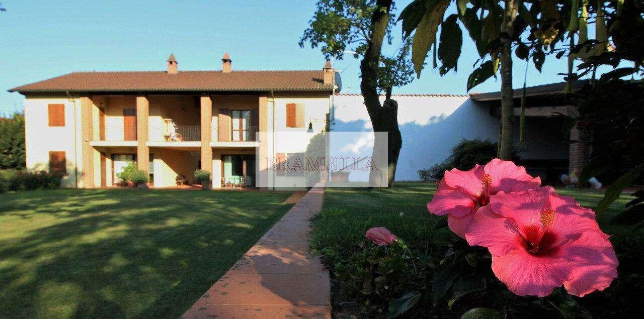 STRADELLA – Località Santa Maria – Prestigiosa Villa Bifamigliare