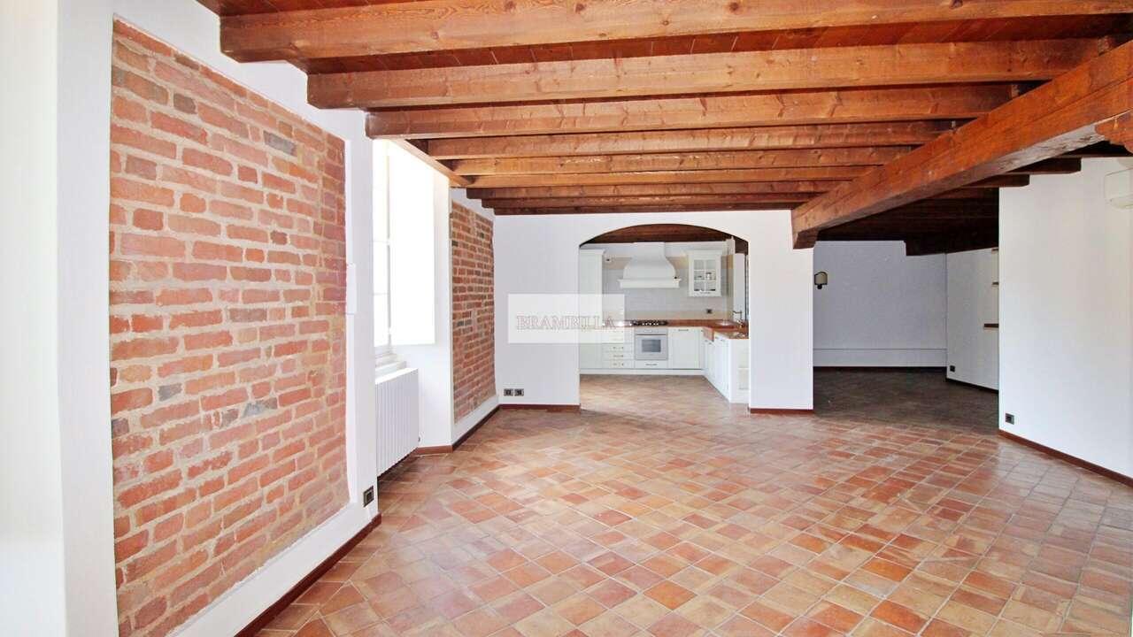 PAVIA – Trilocale in affitto in via Beccaria, centro storico